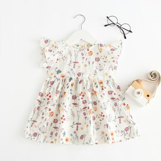 Fehér alapon színes virágmintás, fodros ujjú nyári ruha