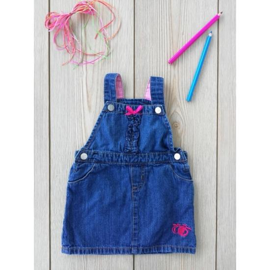 Középkék kantáros farmerruha, pink díszítéssel